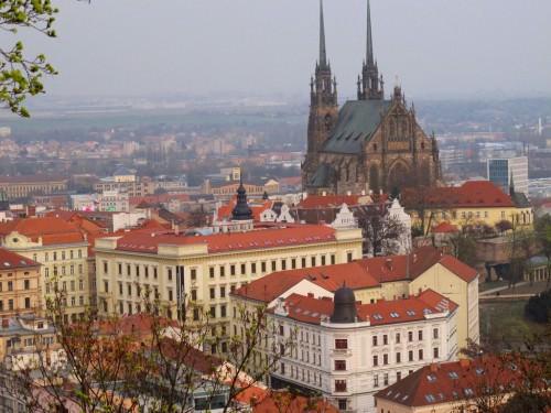 Catedral de San Pedro y Pablo vista desde el Castillo de Spilberk - Brno