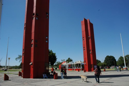 tall red columns, Guadalajara
