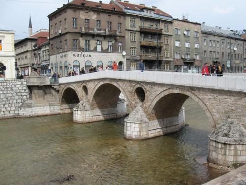 Sarajevo: Miljacka i most