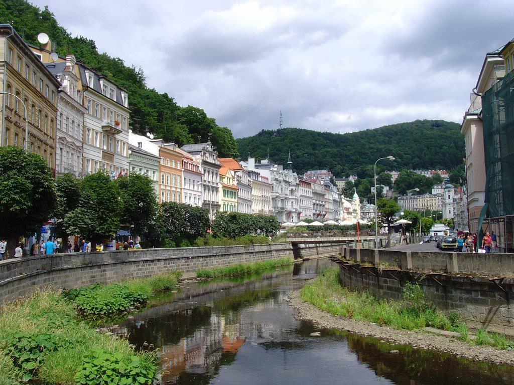 in Karlovy Vary pikkelysömör kezelésében viszkető arc és vörös foltok jelennek meg