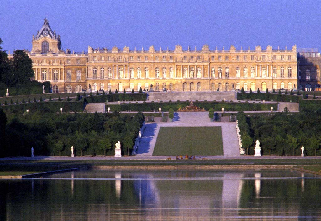 Versailles cityguide your travel guide to versailles - 1 place de la porte de versailles paris ...
