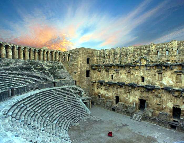 Aspendos Antik Kenti Etkinlikleri : Aspendos antik tiyatrosu antalya