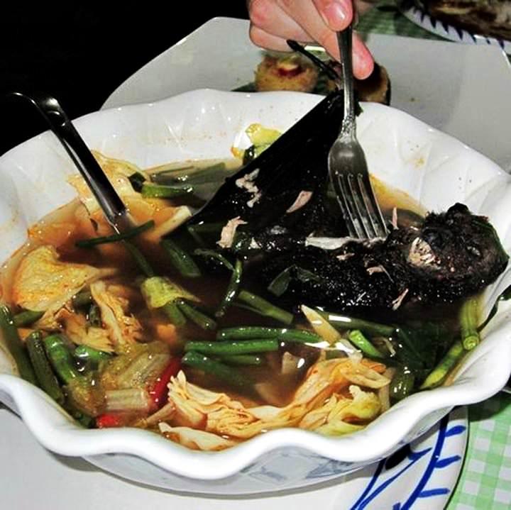 http://www.orangesmile.com/extreme/img/main/boiled-bat-in-lutukina-restaurants_2.jpg