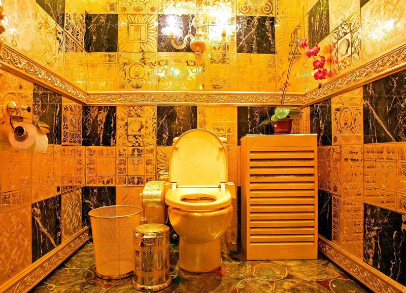 golden toilet au ergew hnliche ffentliche toiletten. Black Bedroom Furniture Sets. Home Design Ideas