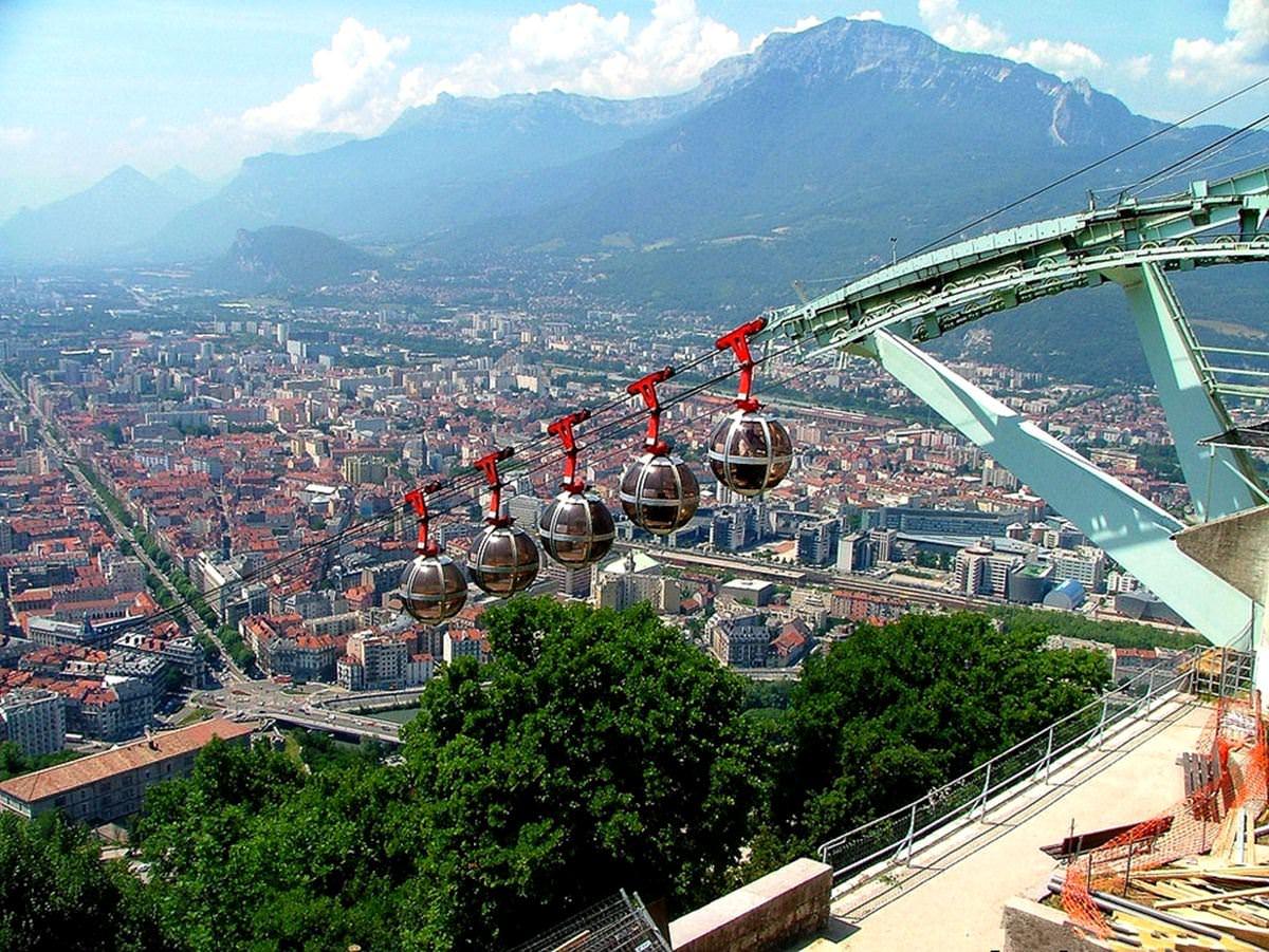 grenoble bastille series 39 longest ski lifts and cable trams 39. Black Bedroom Furniture Sets. Home Design Ideas