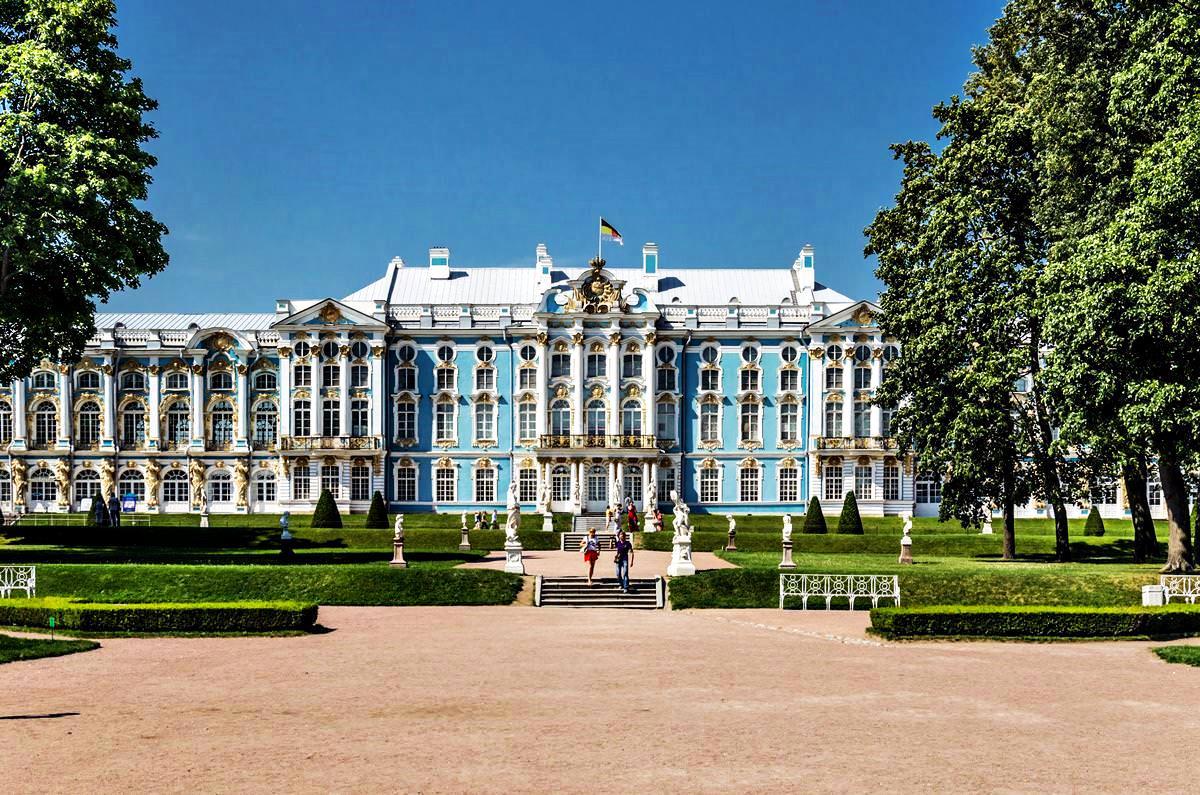 Outstanding architectural monuments of St. Petersburg: list, description, photo