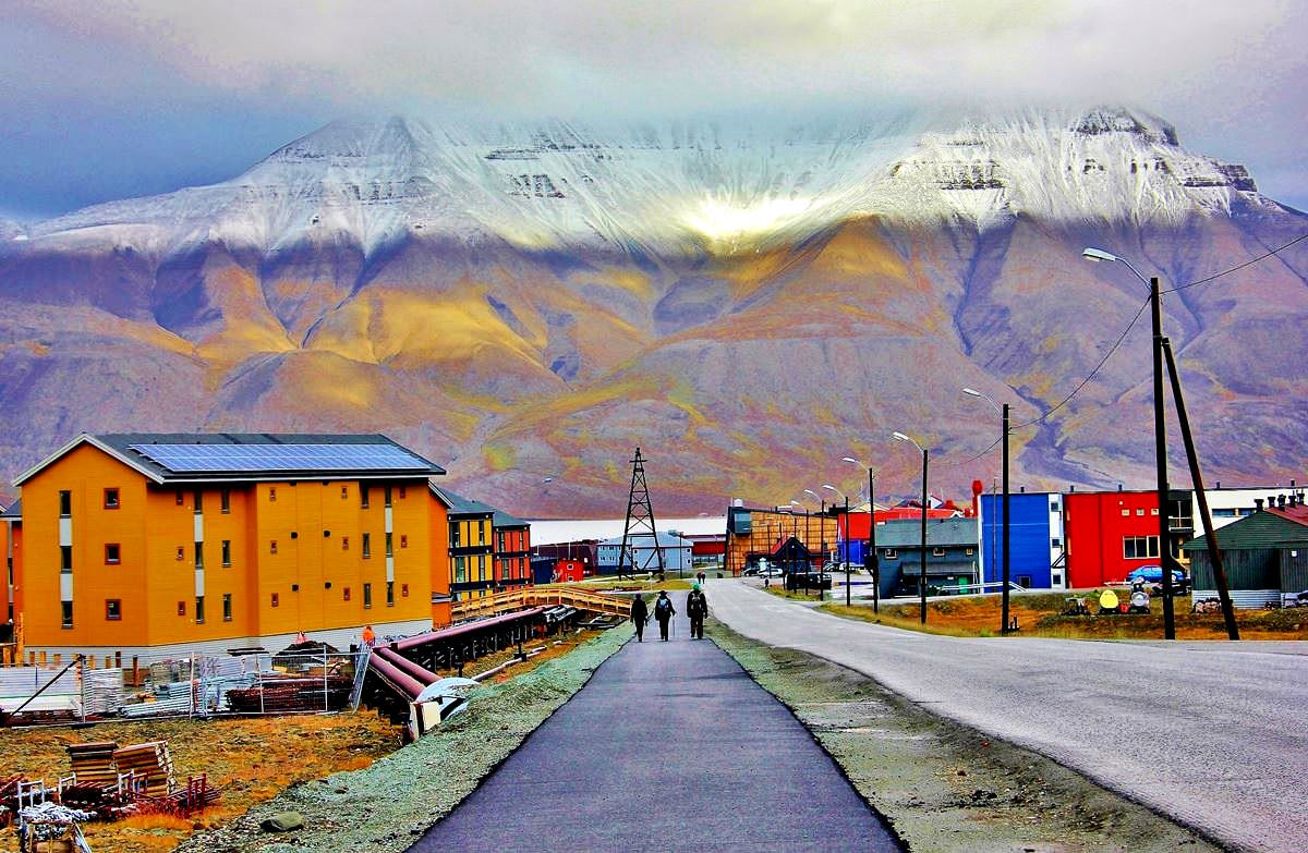 Longyearbyen | Series 'The most extreme settlements on the planet' |  OrangeSmile.com