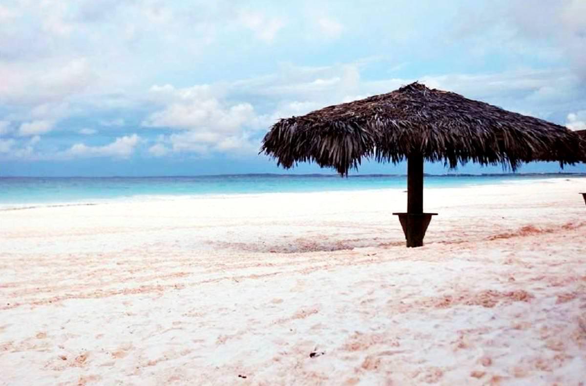 pink sands strand erstaunliche und wundersch ne orte der welt unber hrt vom tourismus. Black Bedroom Furniture Sets. Home Design Ideas