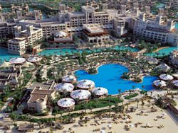 Al Qasr Pool, Emiratos Árabes Unidos
