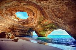 An Uaimh Bhinn Höhle, Portugal