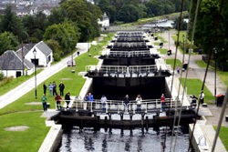 El Canal de Caledonia, Reino Unido