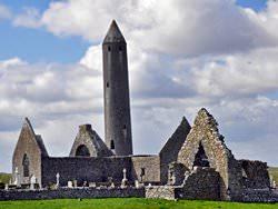 Башня в монастыре Клонмакнойс, Ирландия