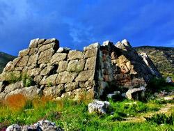 Греческие пирамиды, Греция