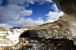 Ледяные пещеры Мутновского, Россия