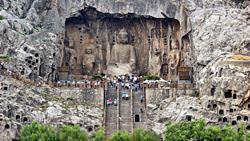 Буддийский пещерный храм Лунмэнь, Китай