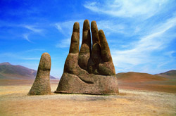Монумент «Рука пустыни», Чили