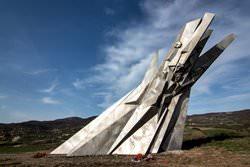 Памятник храбрости в Остре