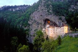 Höhlenburg Lueg, Slowenien