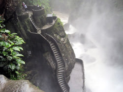 Treppe zum Wasserfall Pailon del Diablo, Ecuador