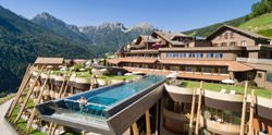 Бассейн в отеле Hotel Hubertus