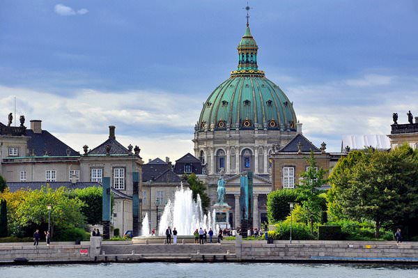 Дворец Амалиенборг, Дания