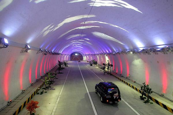El Tunel de Zhongnanshan, Japón
