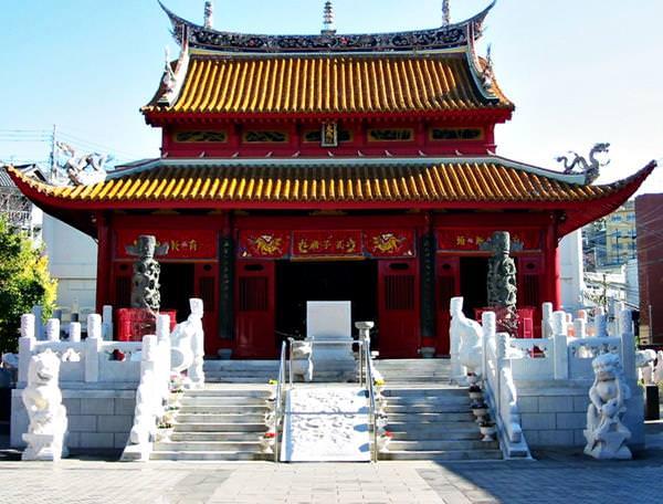 Мавзолей Конфуция, Япония