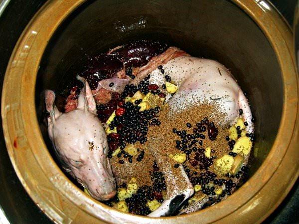 Блюда из мяса собак, рестораны Ханоя, Вьетнам