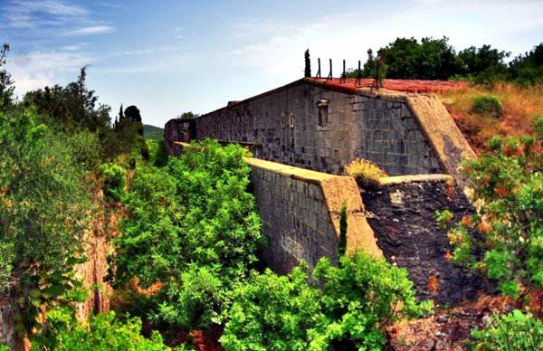 Форты Росе, Черногория
