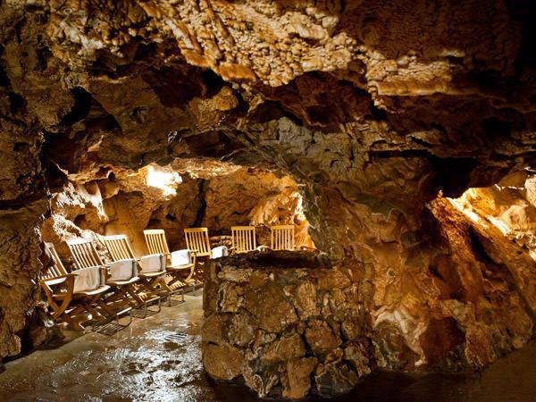 Bad in der Höhle Giusti, Italien