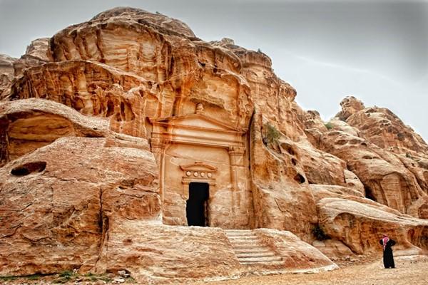 Комплекс пещер Маленькая Петра, Иордания