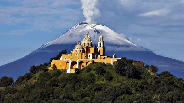 Монастыри на склонах вулкана Попокатепетль, Мексика