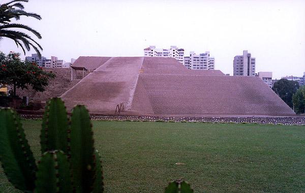 Пирамида Уака Уальямарка, Перу