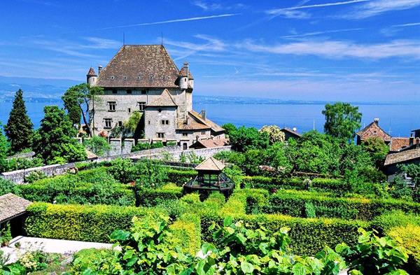 Деревня Ивуар, Франция