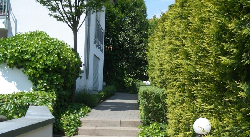 Foto van  Boarding & Relocation Agency, Wiesbaden