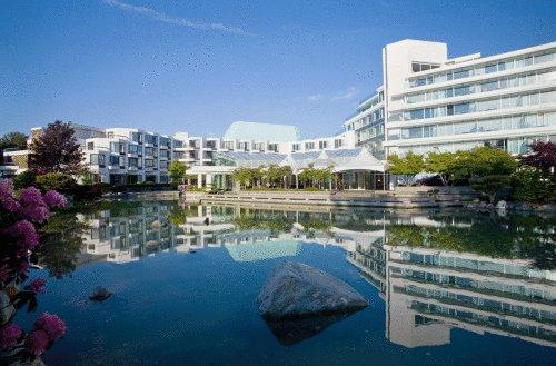 Victoria Hotels With Outdoor Swimming Pool Orangesmile Com