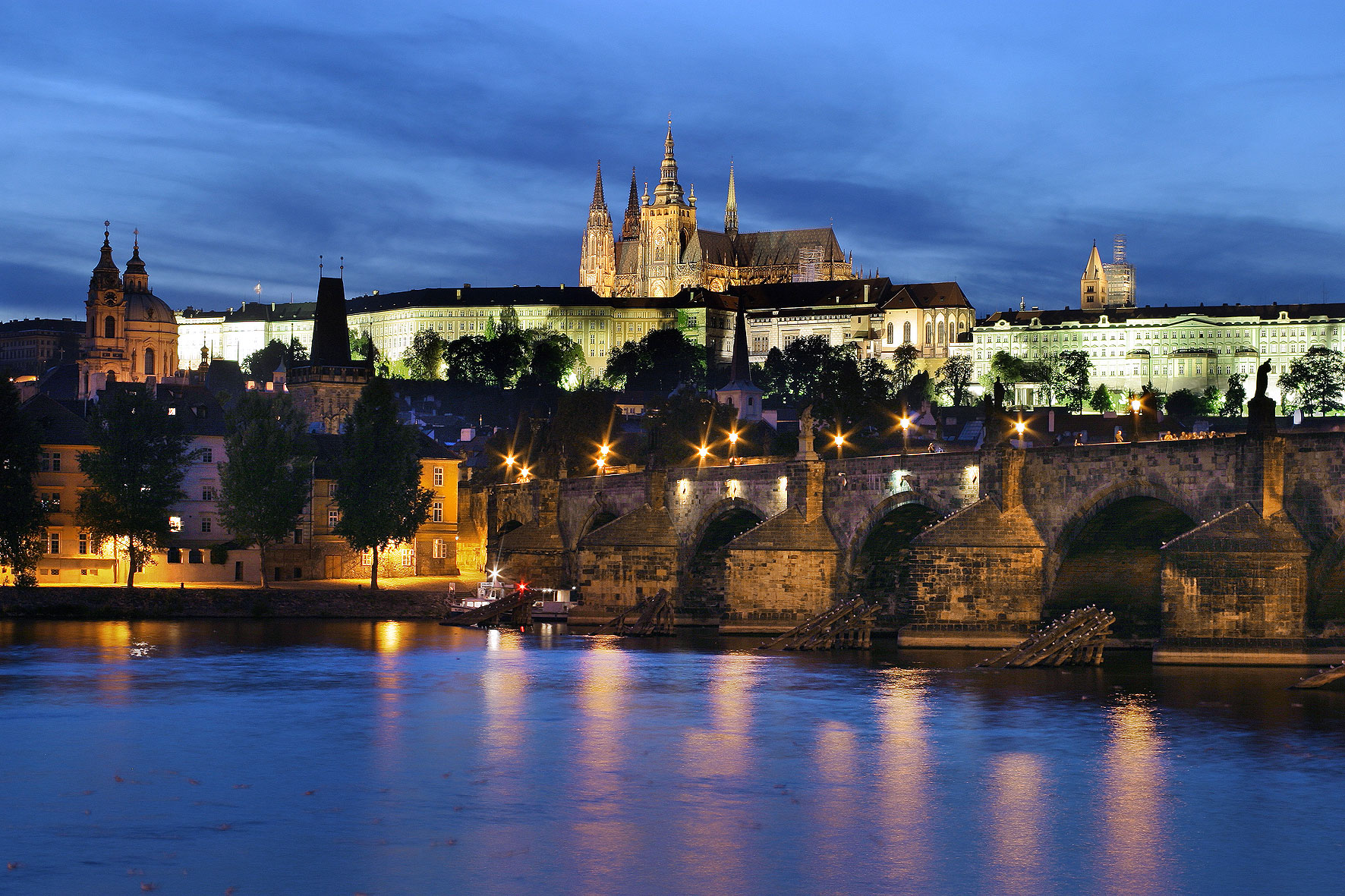 Top 20 famous castles and palaces in the world most for Top ten prague